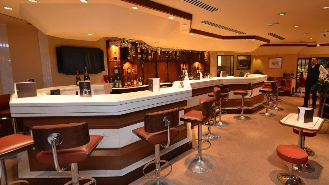 Hotel congress centre bedford our restaurant and bar for Deco lounge bar restaurant